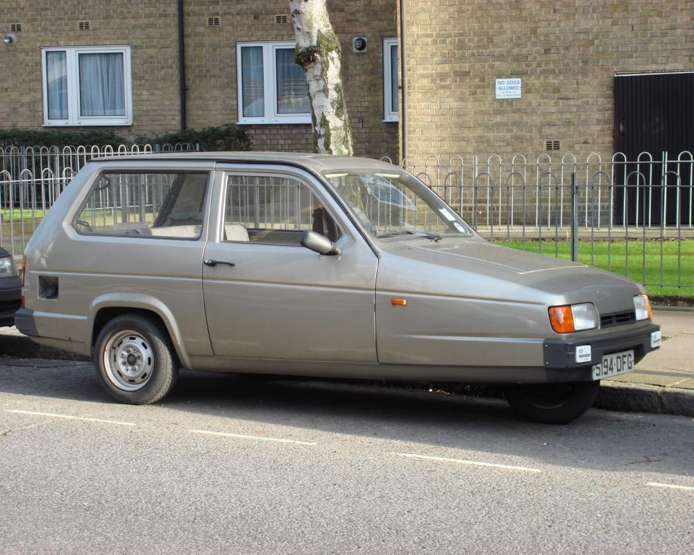 File:1989 Reliant Robin Saloon.jpg - Wikimedia Commons