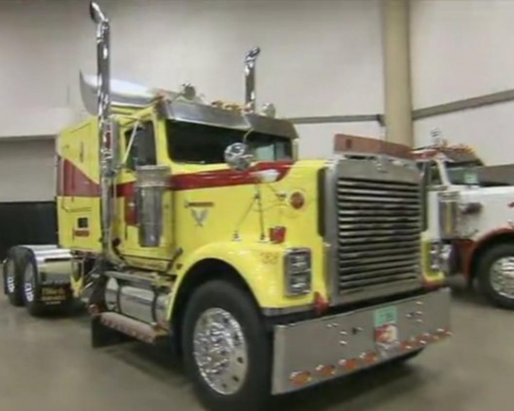 "IMCDb.org: 1993 International 9300 in ""American Trucker, 2011-"