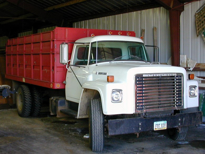 1976 White and Red International Loadstar 731 Truck Photo