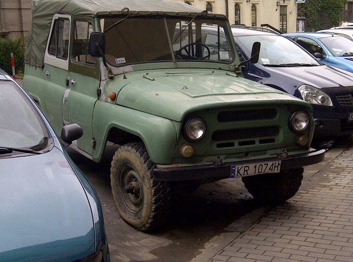 Truck Thursday: Decaying UAZ 469B | Hooniverse