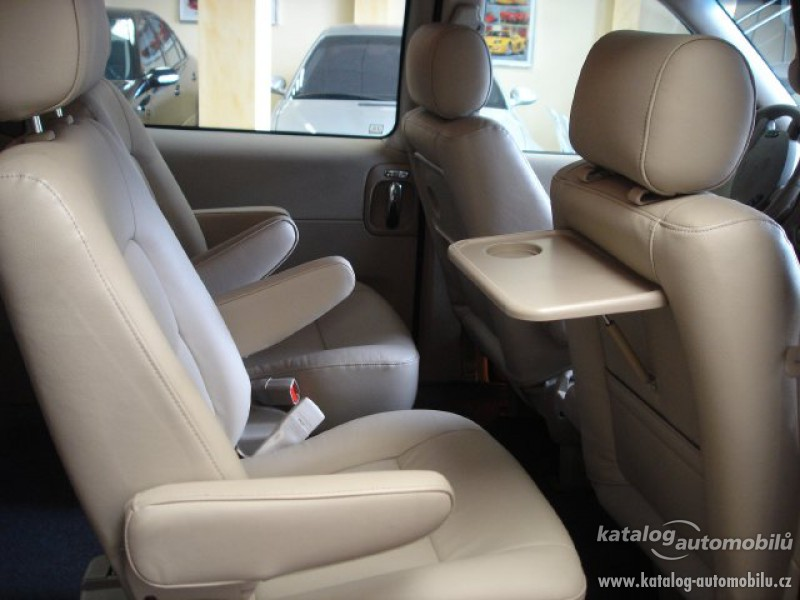Kia Grand Carnival LX 29 CRDi Photo Gallery: Photo #07 out of 8 ...
