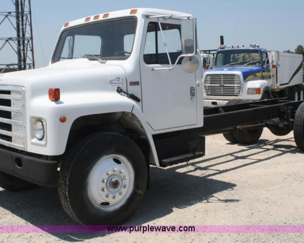 1984 International S1700 truck cab and chassis | no-reserve ...