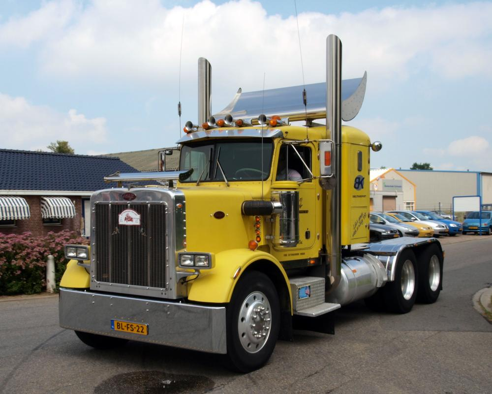 File:Peterbilt 359 Classic (1977) pic2.JPG - Wikimedia Commons