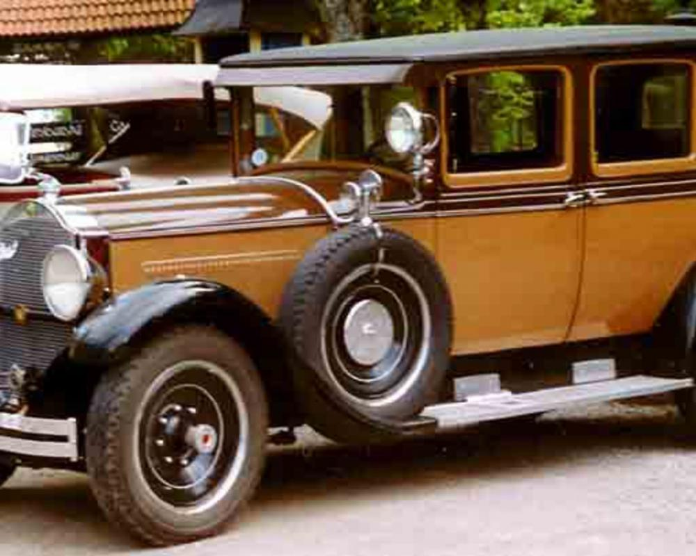 Packard Super Deluxe Eight 4dr sedan: Photo