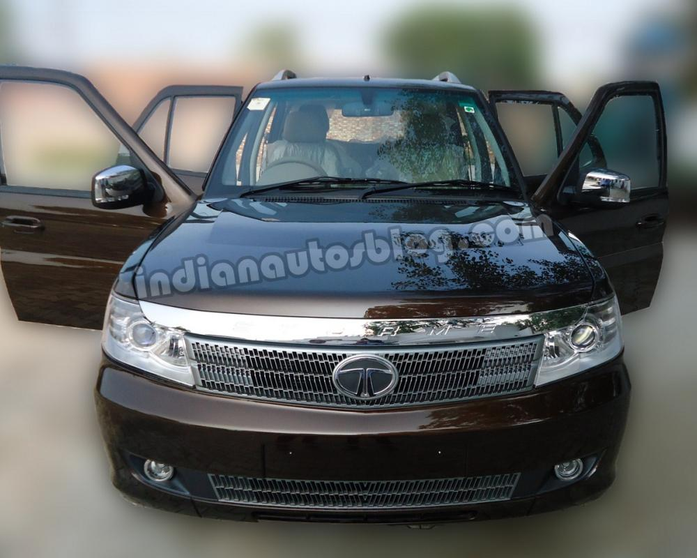 Tata Safari Storme spotted near a dealership