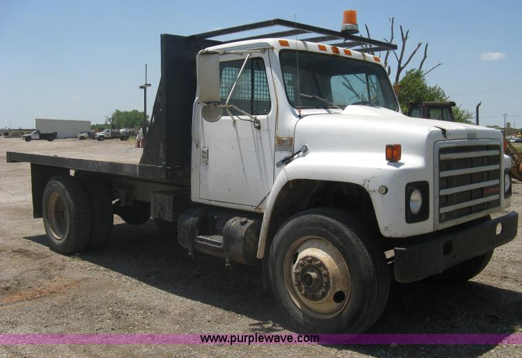 1988 International S1700 flatbed dump truck | no-reserve auction ...