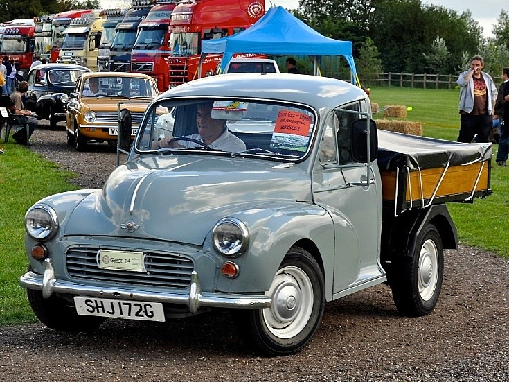 Classic and Vintage Cars - Driving a 1969 Morris Minor 1000 Pick-