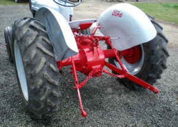 FORD 600 TRACTOR. SERIAL# 6213286 - $4950 (Albany, Or) in Corvallis,