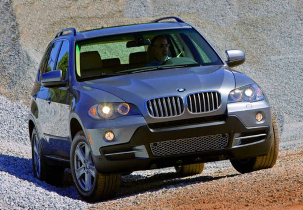 Dependable, fun to drive and luxurious. That's what the BMW X5 xDrive 30i is