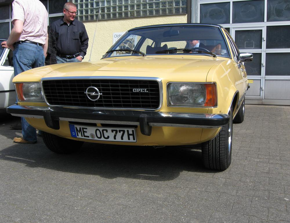Opel Commodore A Coupe Automatic 2500 G (01 image):