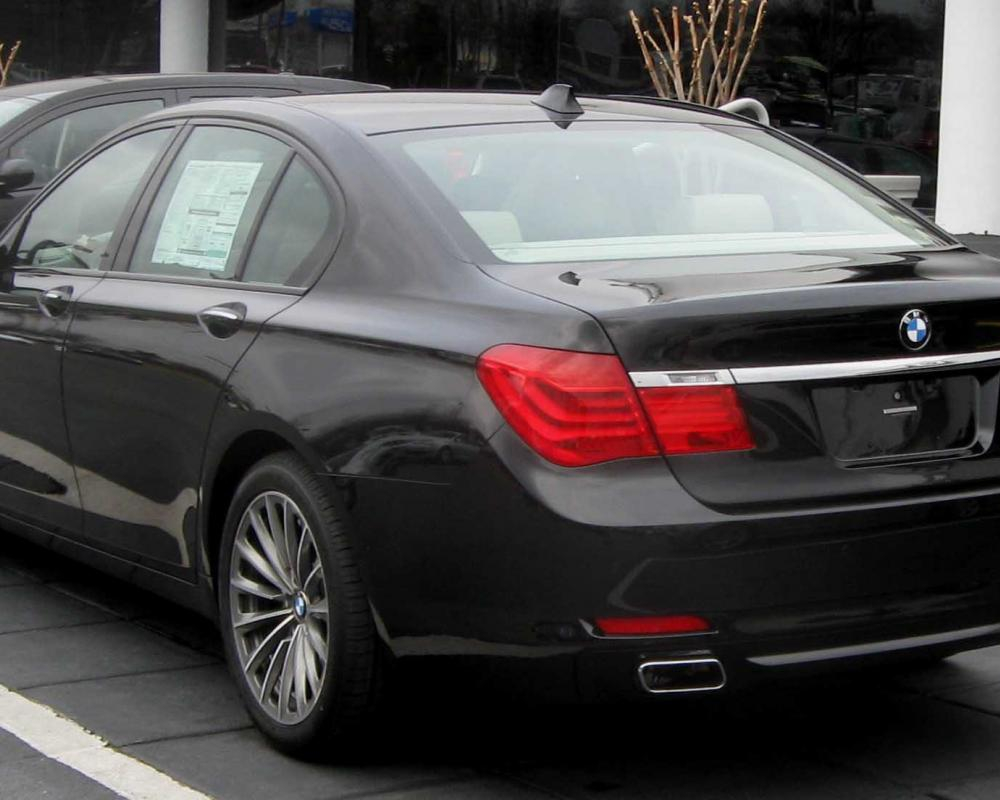 File:2009 BMW 750i rear.jpg