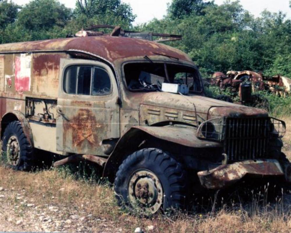 Dodge WC54 . Ex-US Army 4x4 Ambulance . Seen 1.7.95 La Sone (38) Isere .
