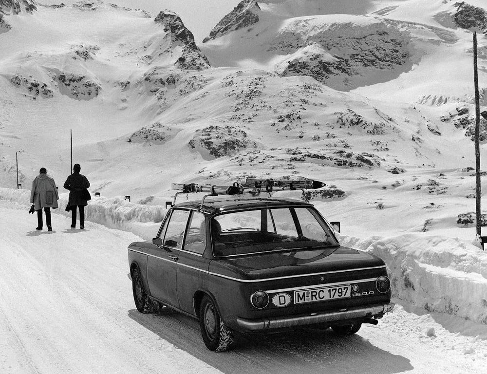 Photo of the Day (BMW 1600). What a great image - enough said.