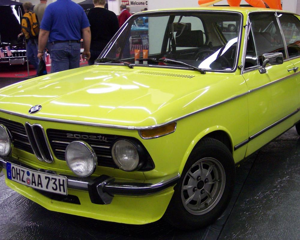 File:BMW 2002 tii touring neonyellow vl TCE.jpg
