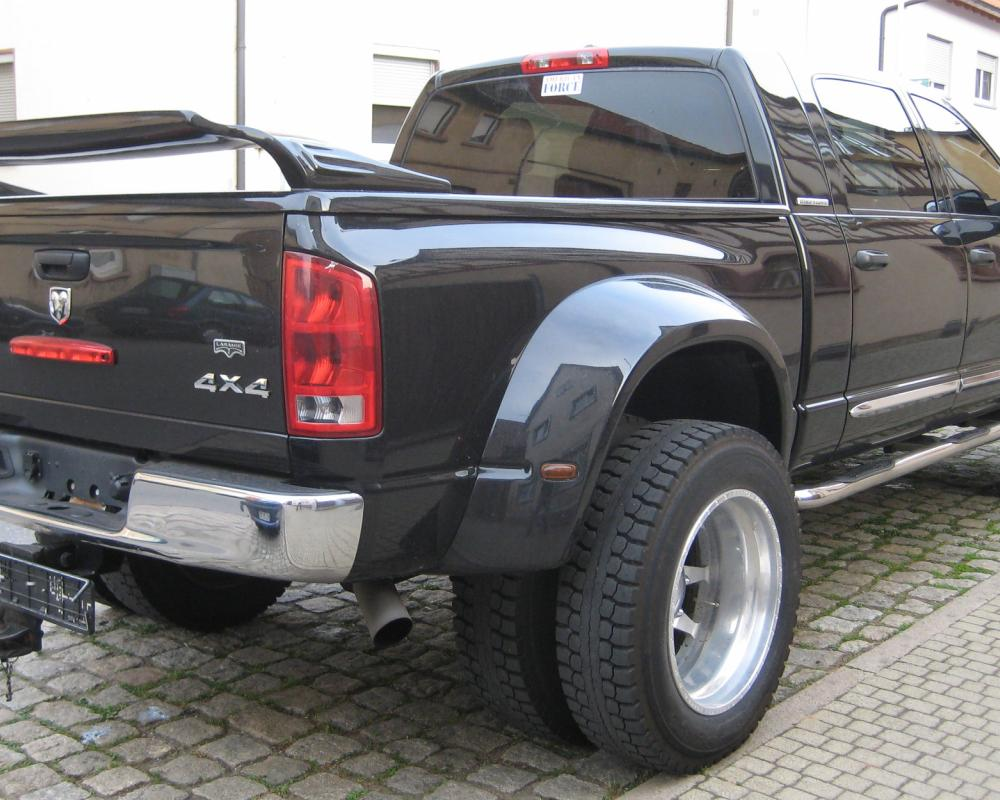 File:2006 - Dodge Ram 3500 - Mega Cab - Dually 4x4 - Laramie -