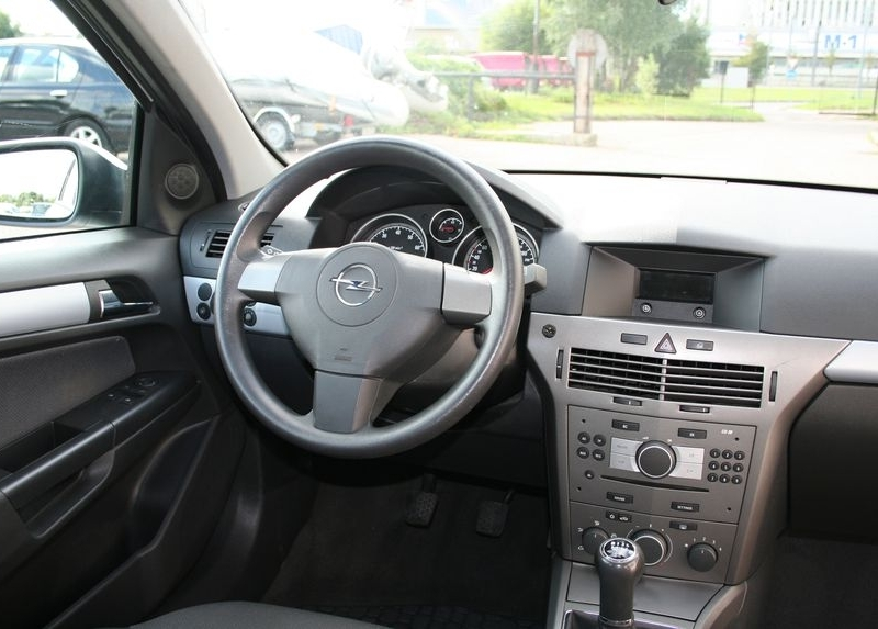 Opel Astra GL 14 Caravan: 11 photo