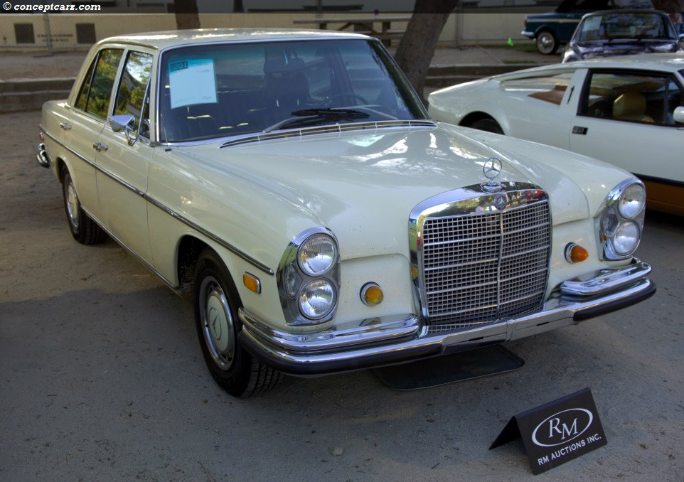 1969 Mercedes-Benz 280 SE auction sales and data.