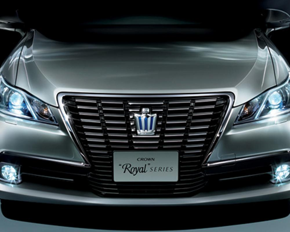 Toyota Crown Royal Saloon G front view