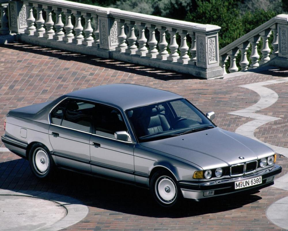 BMW Heaven Specification Database | Comparison between BMW 730iL E38 Sedan