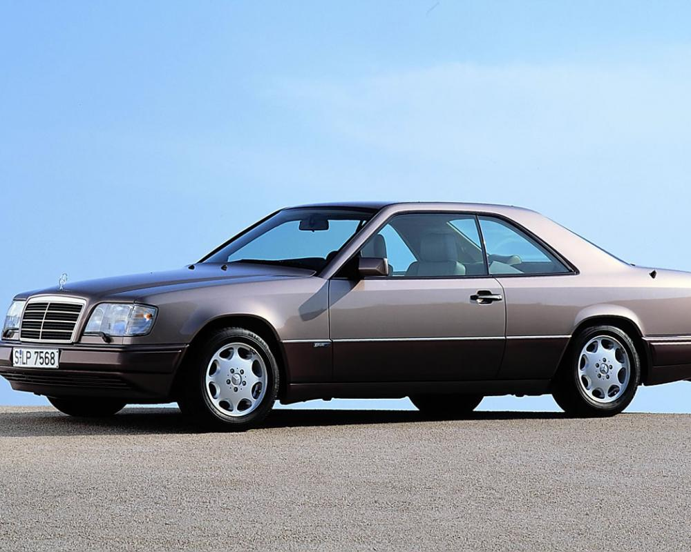 Upscale lifestyle: Mercedes-Benz 500 SEC from the 140 series,