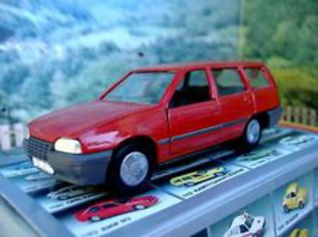 1/43 Gama mini (Germany) Opel Kadett GL caravan