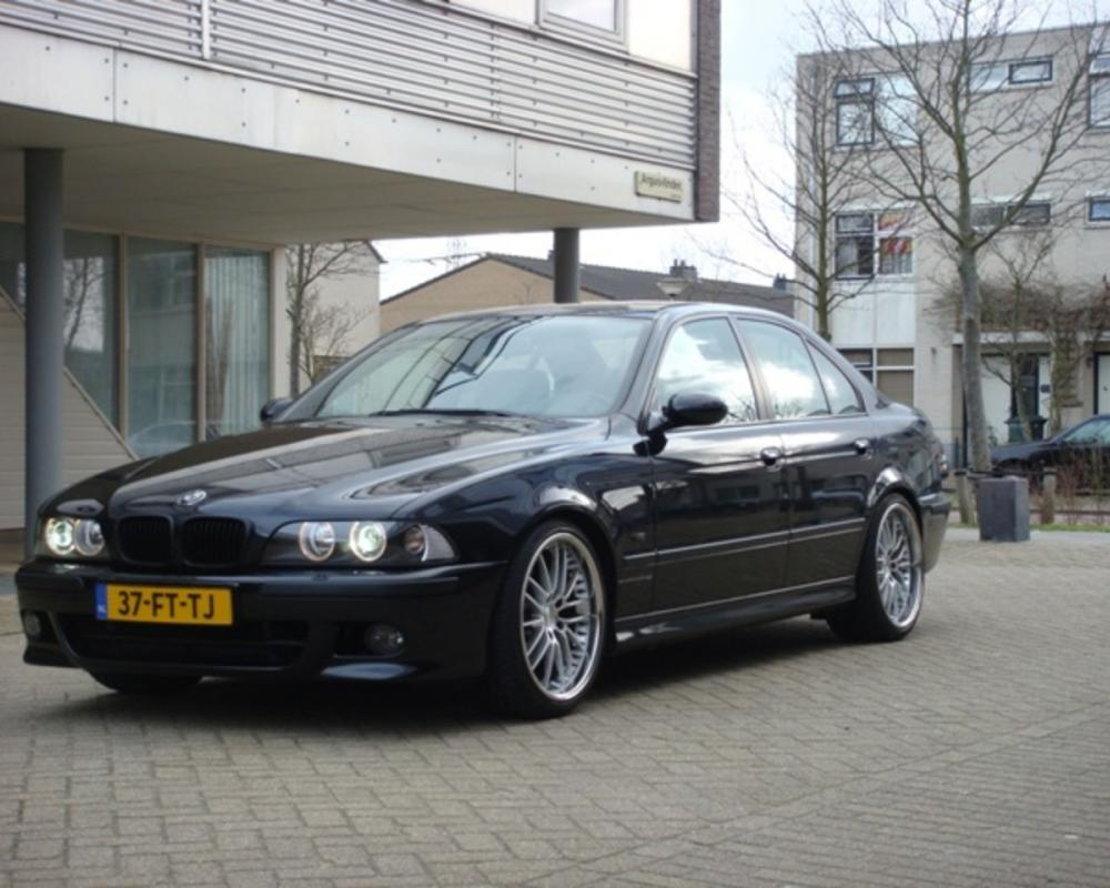 BMW 540i Photo Gallery: Photo #08 out of 11, Image Size - 640 x 480 px