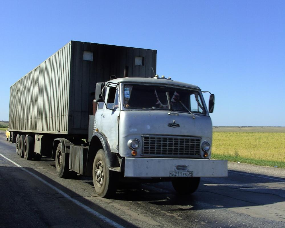File:MAZ-504 (tractor-trailer).jpg - Wikimedia Commons
