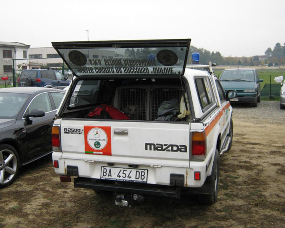 Mazda B2500 | Flickr - Photo Sharing!