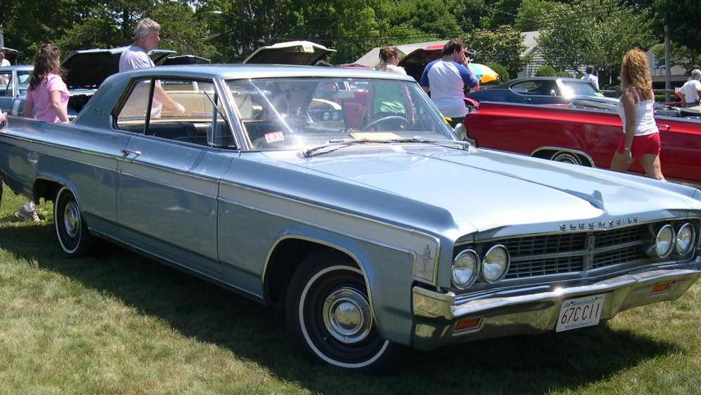 File:1963 Oldsmobile Starfire Holiday Coupe.jpg