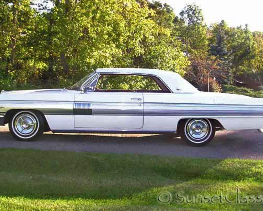 Up for auction is this beautiful 1962 Oldsmobile Starfire.