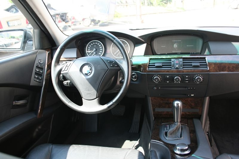 BMW 530 XD (8). Contacts