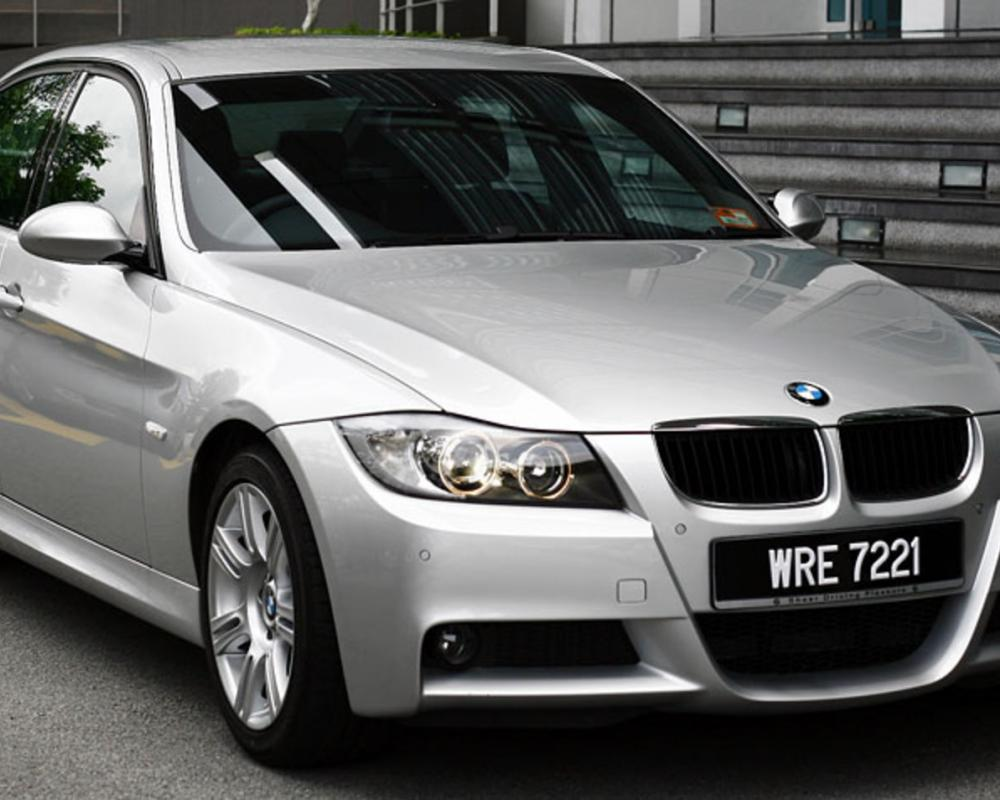 bmw 320i review. According to the World Car Guide, BMW's 3-series vehicles