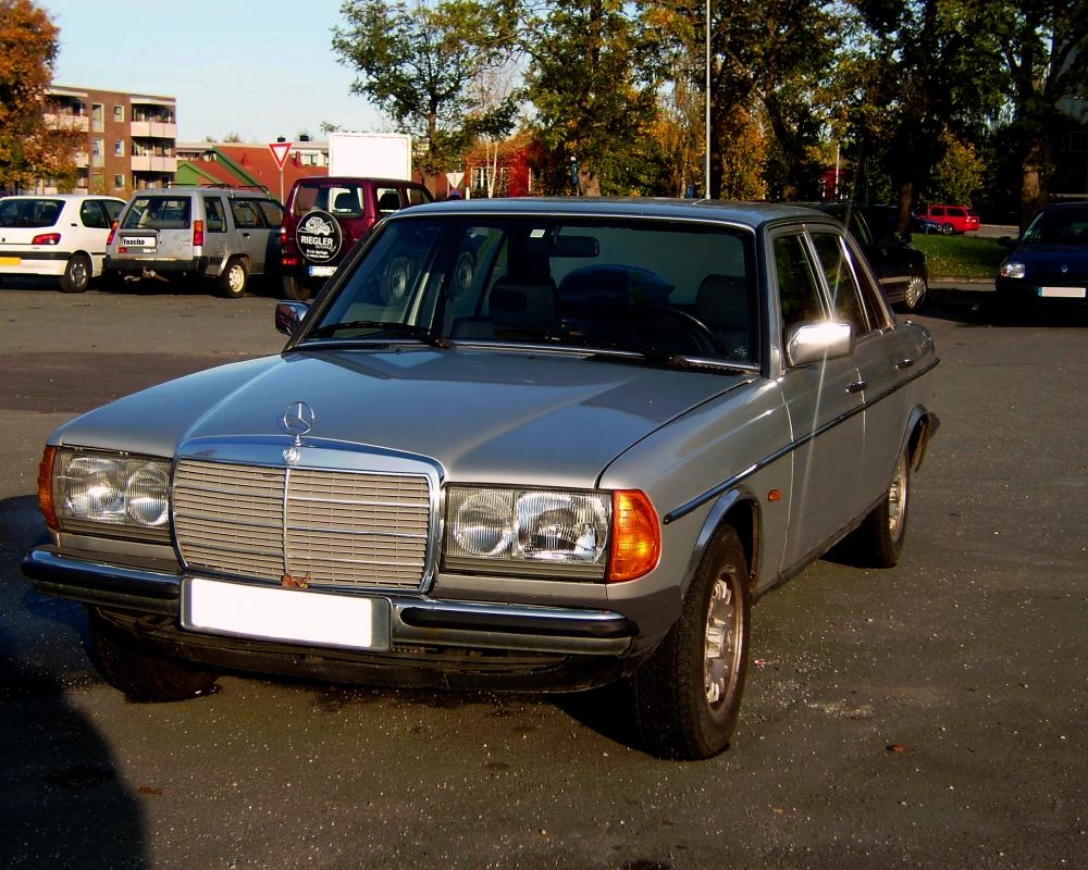 Mercedes-Benz W123 230E. Posted on December 1, 2008 by parrio
