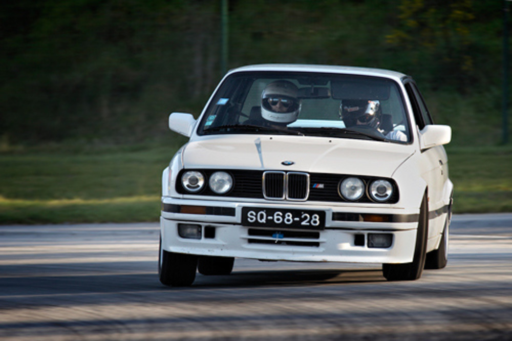 BMW 320iS - huge collection of cars, auto news and reviews, car vitals,
