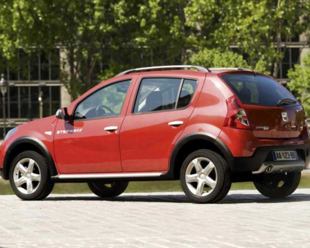 Dacia Sandero Stepway comes with black headlamp masks, chrome grille trim,