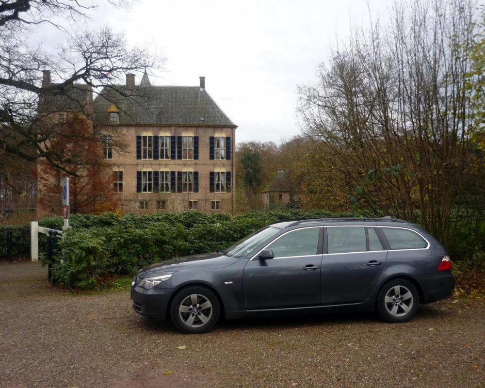 This time a BMW 525i E61 Touring LCI in front of a small dutch castle,