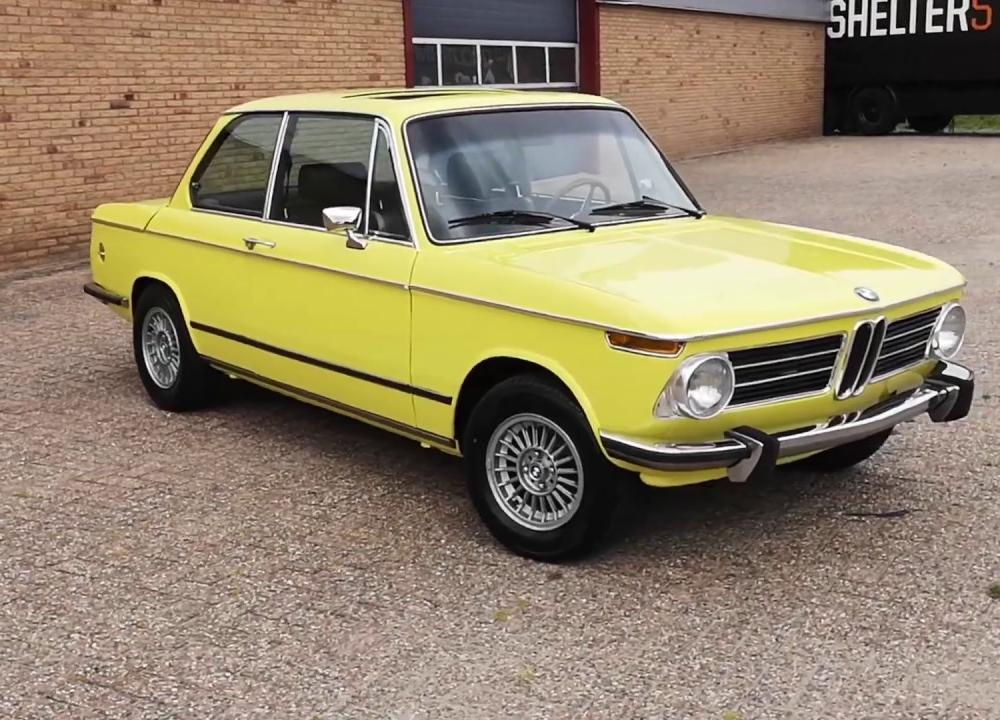 BMW 2002 Tii Golf Yellow - Oldenzaal Classics - YouTube
