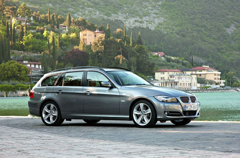 BMW 325i Touring Edition Lifestyle Automatic :: 1 photo and 11 ...