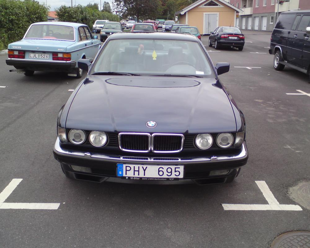 File:Bmw 740iA Front.jpg - Wikimedia Commons