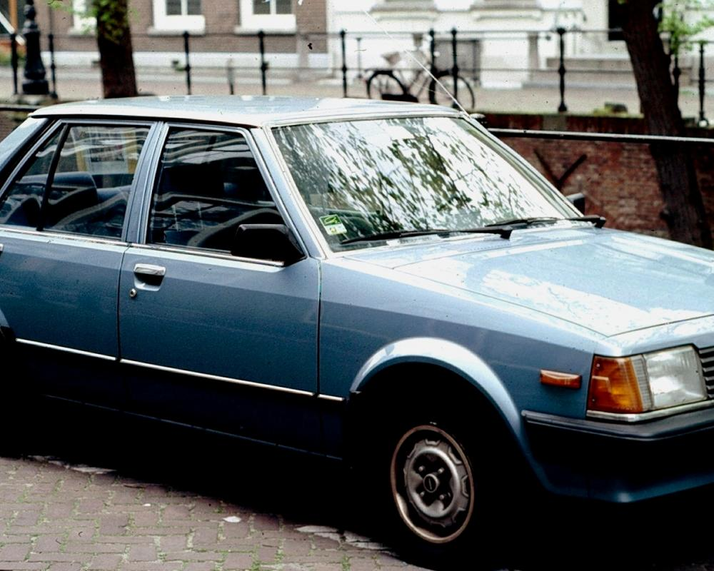 File:Mazda 323 Notchback.jpg - Wikimedia Commons
