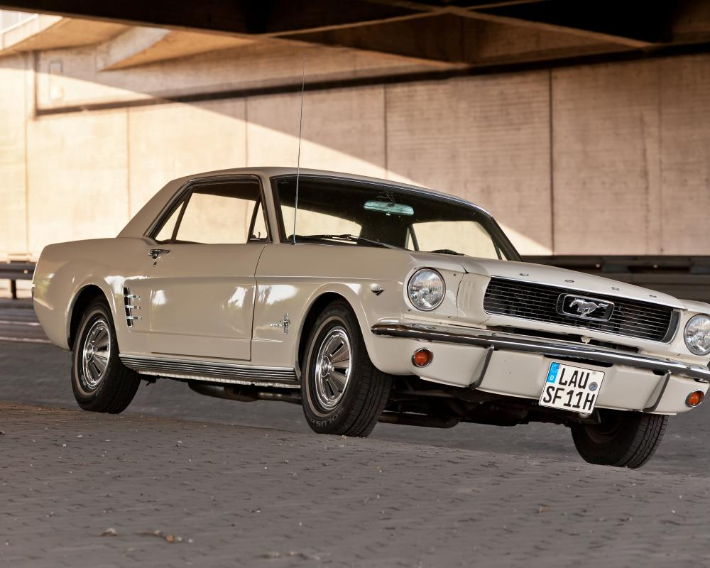 File:1968 Ford Mustang coupe white 002.jpg - Wikimedia Commons