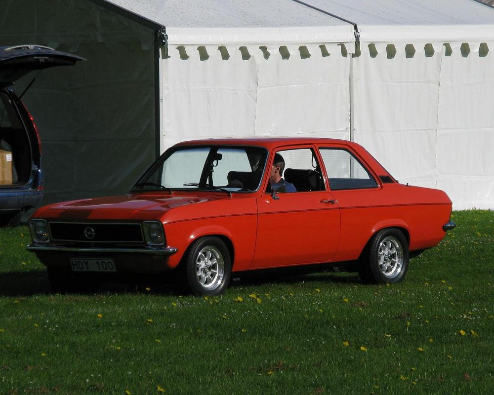 Opel Ascona 19 SR - The little brother of the Manta