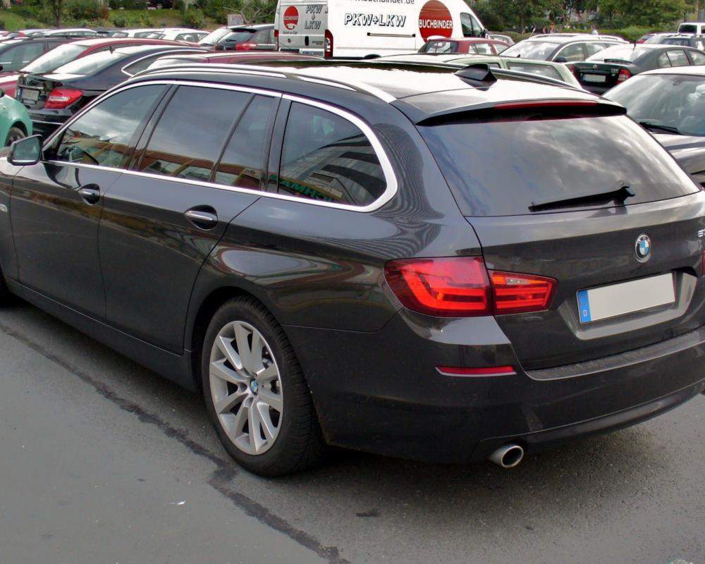 File:BMW 535d Touring Sophistograu Heck.JPG - Wikimedia Commons