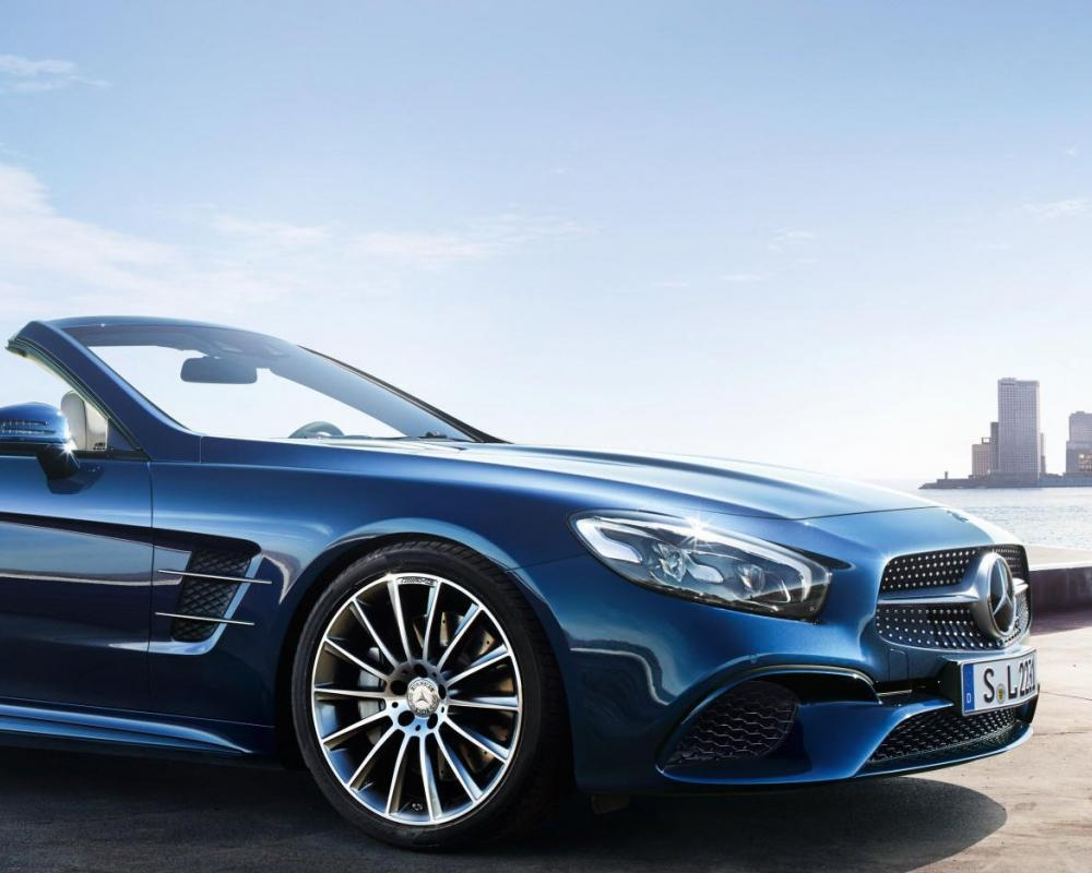 The new generation Mercedes-Benz SL: The legend.