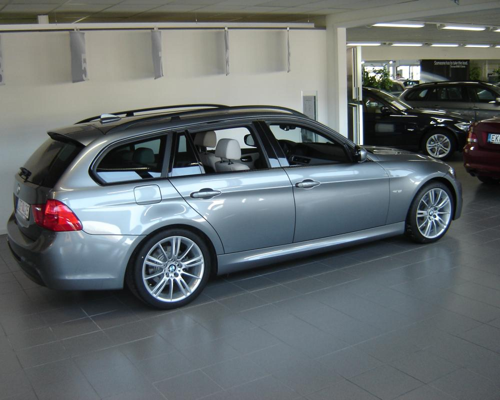 File:BMW 325i Touring (3473157389).jpg - Wikimedia Commons