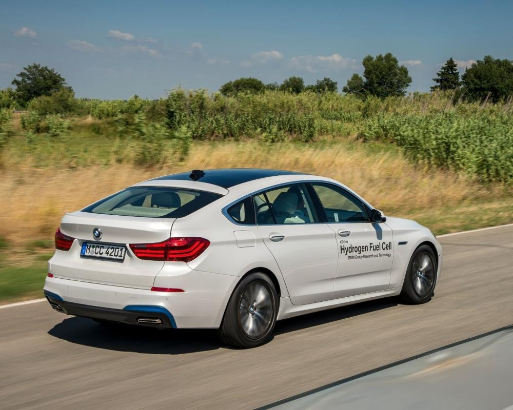 BMW explores hydrogen fuel cell power in new 5 Series GT prototype