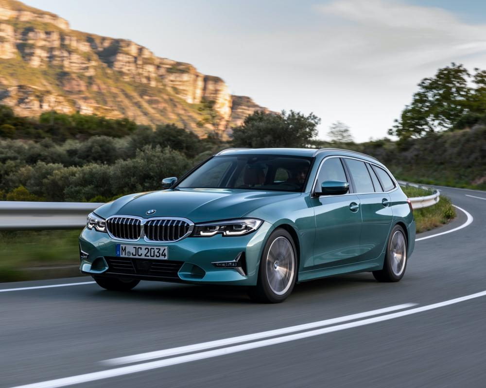 WORLD PREMIERE: G21 BMW 3 Series Touring -- The Swiss Army Knife