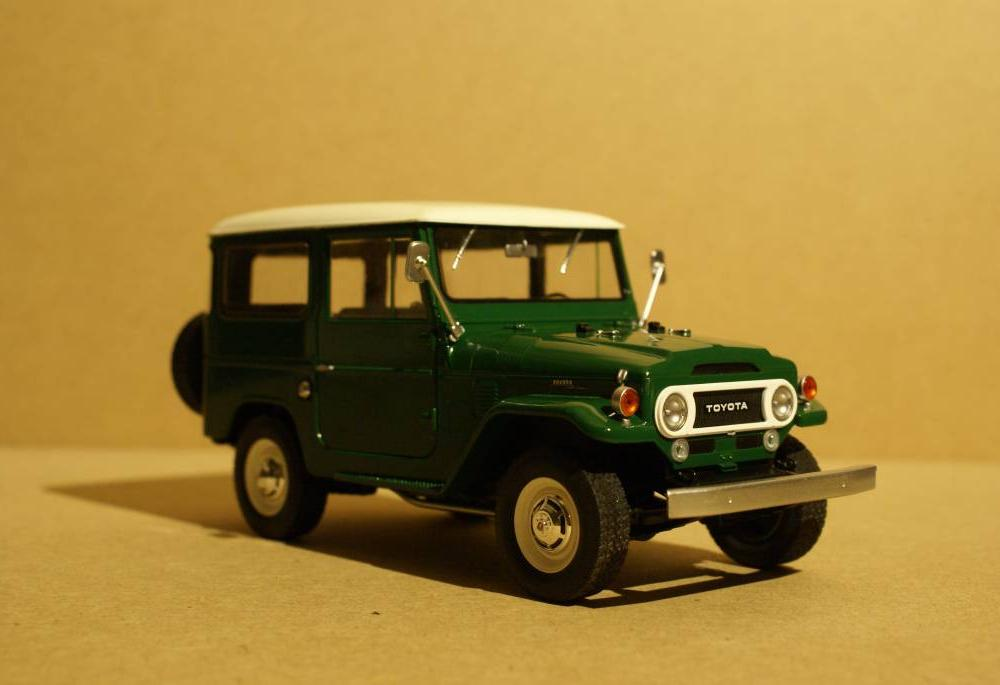 Toyota 1967 Toyota Land Cruiser FJ40 mit Hardtop - Adventure Trucks