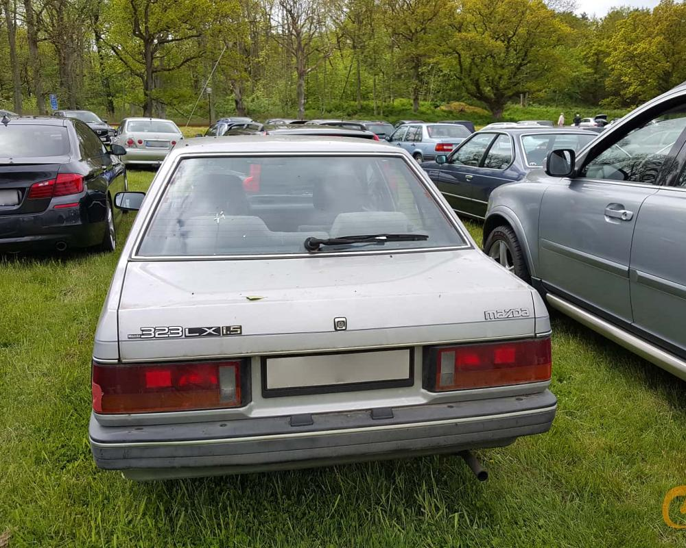 2 images of Mazda 323 Sedan 1.3 Automatic, 68hp, 1987 by jonasbonde