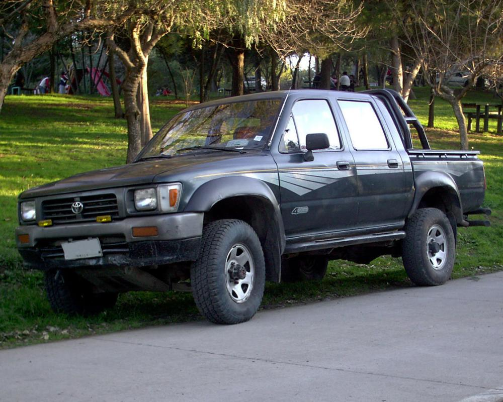Toyota Hilux DLX 2.4 4WD Crew – Chile